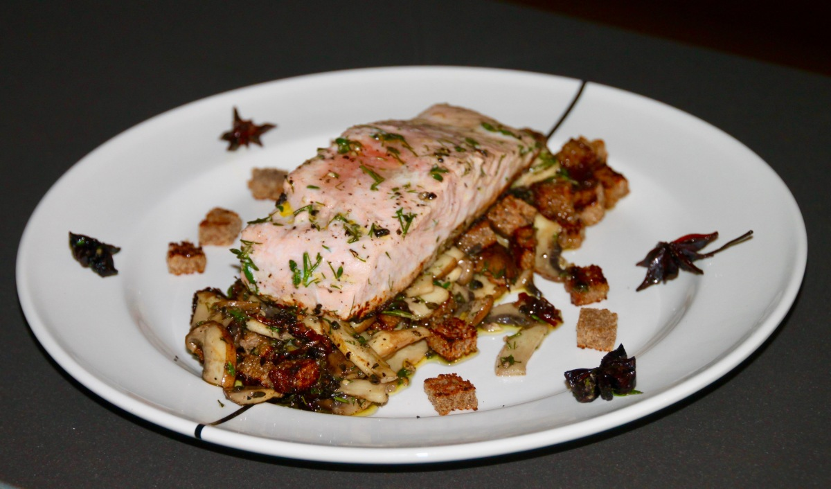 Salmon with gin spices, mushrooms and roasted rye bread